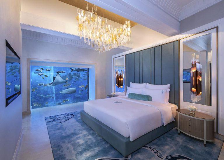 منتجعات دبي مع مسبح خاص