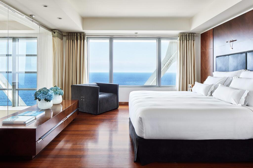 فنادق برشلونه على البحر