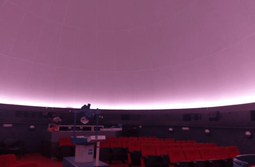موقع القبة الفلكية مسقط