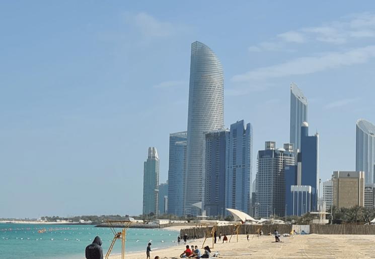 شواطئ ابوظبي المفتوحة